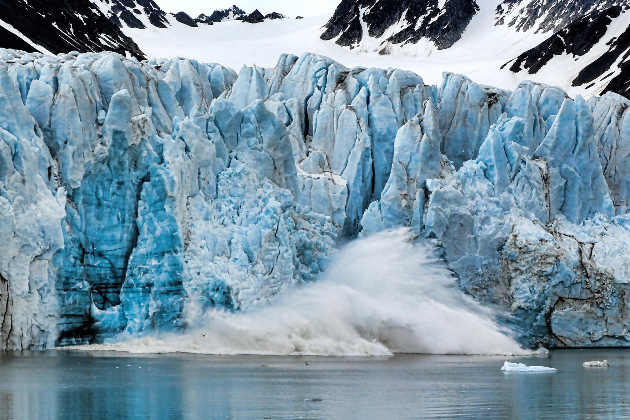 lilliehookbreen-glacier-calving.jpg