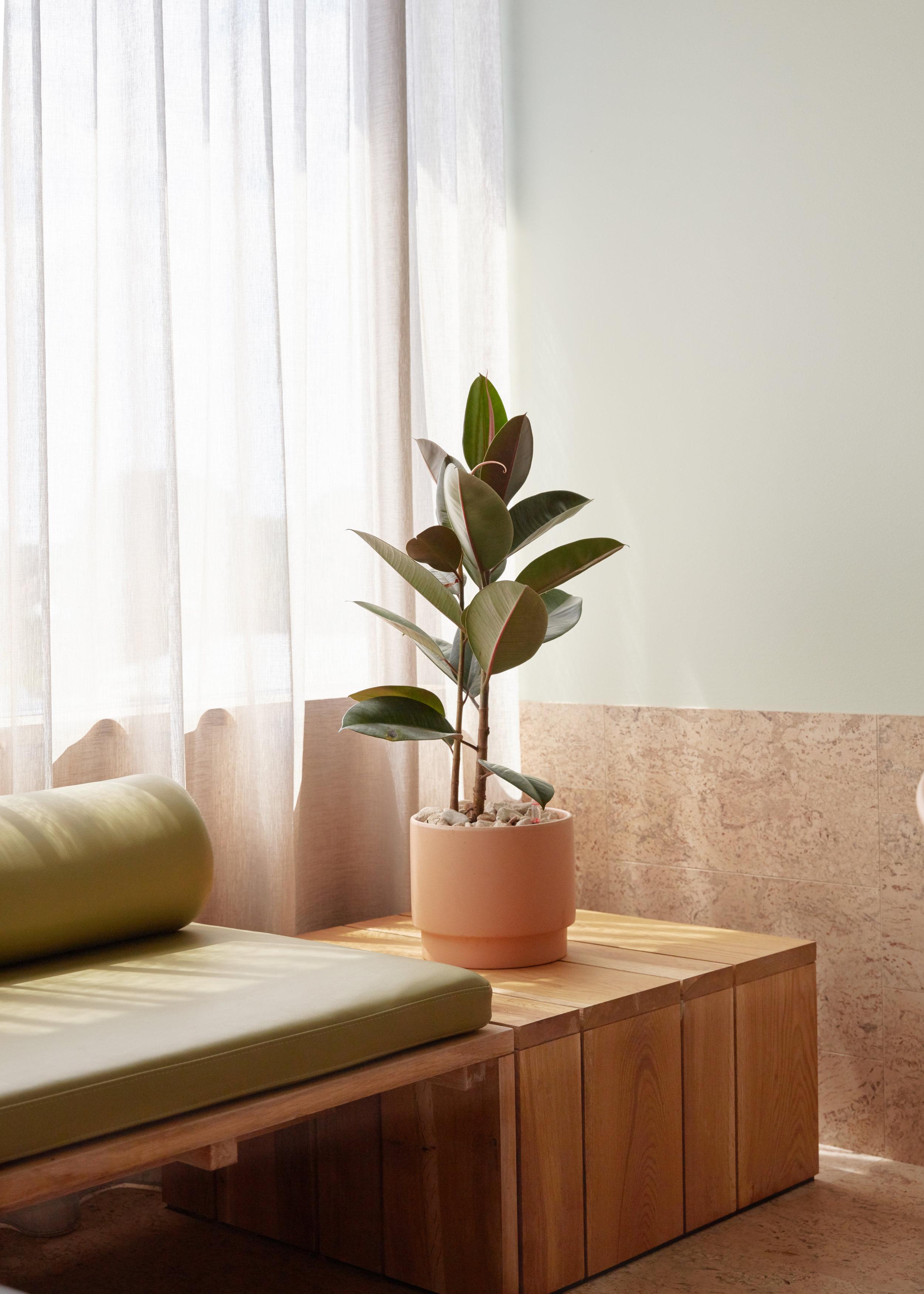 the-calile-hotel-brisbane-city-view-room-bedroom-detail-01-2018.jpg