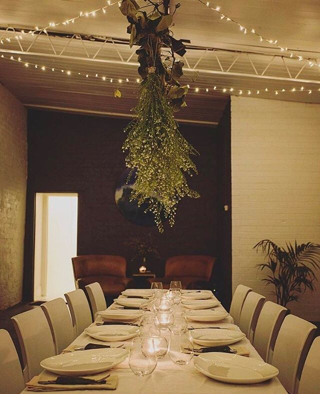 We are obsessed with the incredible venue space that is @blondesgarage in Windsor (Chapel Street) and wish it was our own! - This styling by @leah_hallis_stylist is perfection for an intimate dinner. Seriously can we just live in this space already? - SUPER GORGEOUS 😍