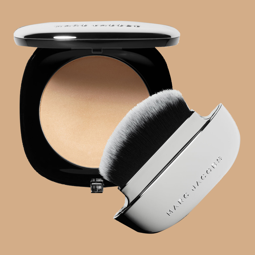 zoom_1_Product_209328-Marc-Jacobs-Beauty-Accomplice-Instant-Blurring-Beauty-Powder-Ingenue-50_9e5cae433f679256e0c0162f0e50cebd1b38c11a_1556262352.png