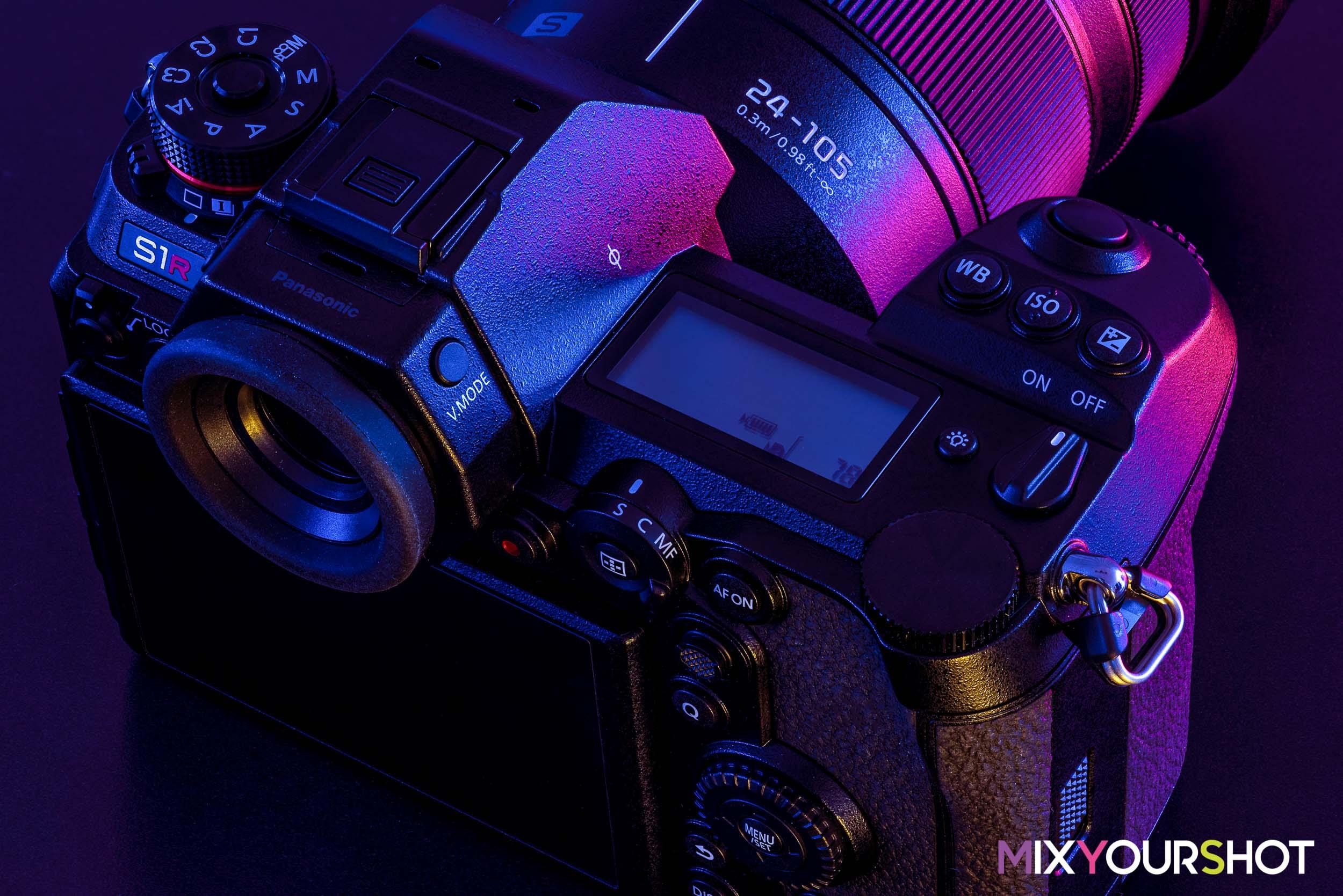 Panasonic Lumix S1R body top screen.jpg