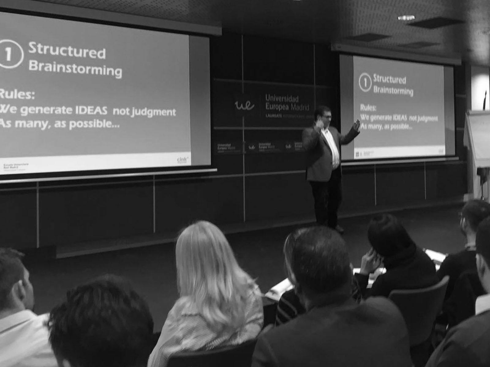 Más sobre la charla de innovación abierta en la Universidad Europea en el la misma charla Startupday -