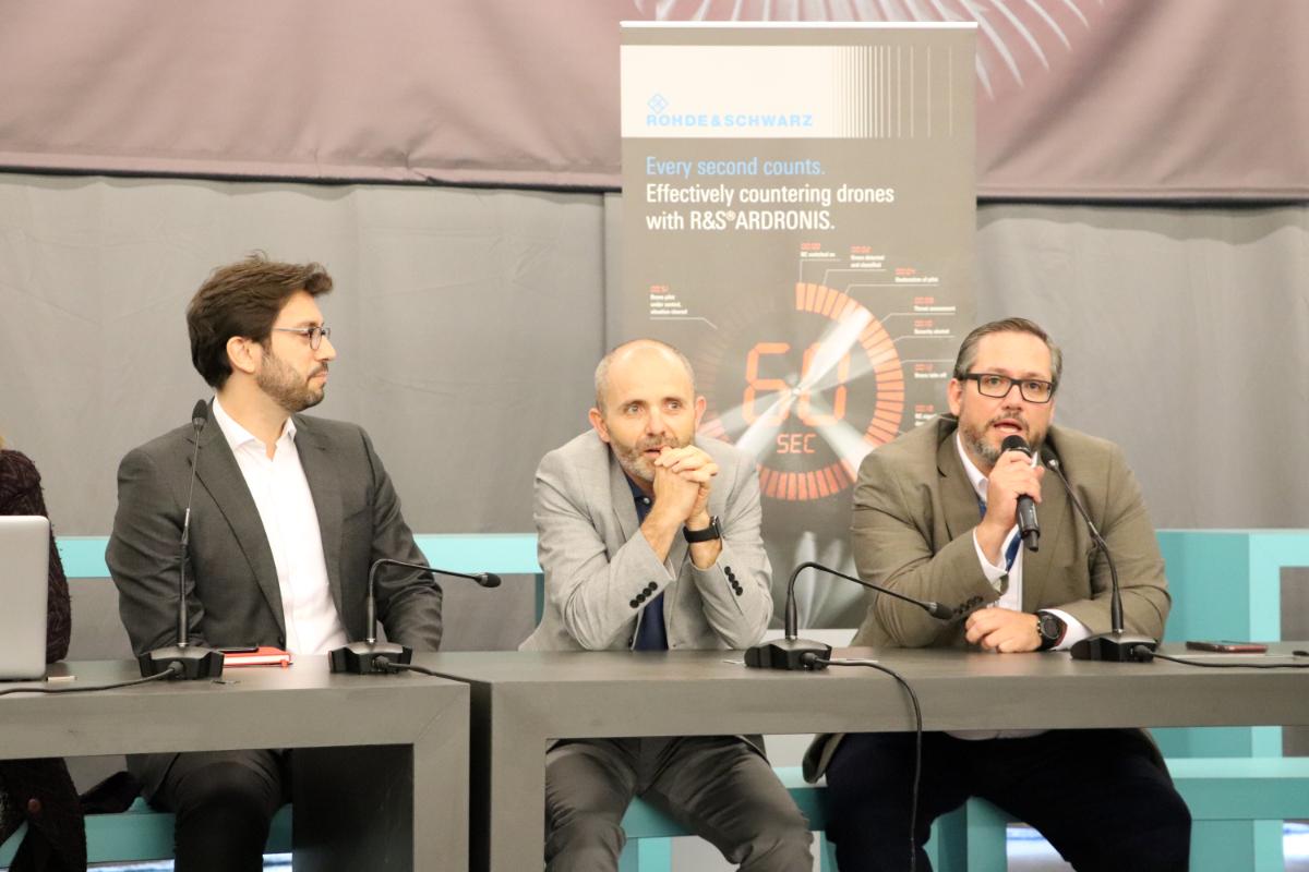 Compartiendo mesa redonda en las Conferencias SAM 19 con Hugo Calderon Luchini (ALTRAN),  José Delgado Larena-Avellaneda  (EJASO) y Renata Kubus