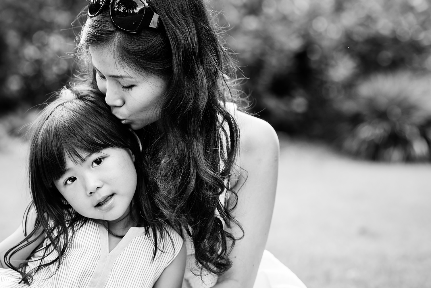 yorkshire-portrait-photographer-mother-daughter-cuddling.jpg