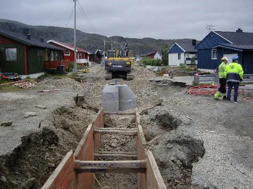 VA-grøft i Breivikveien, Kjøllefjord, Lebesby kommune.