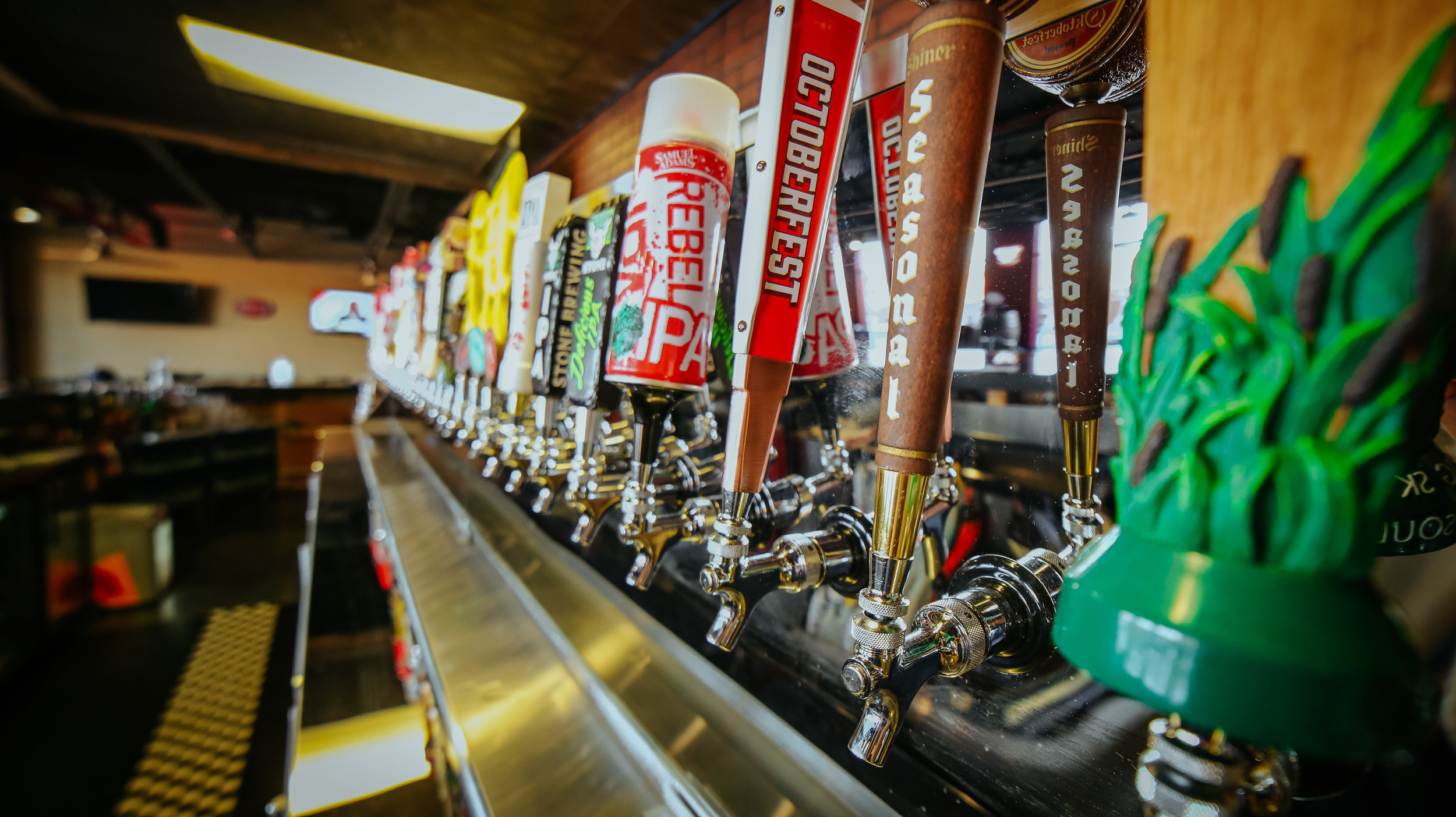 Experience the Best - Jojos has been voted as the best bar in the Greater Mustang-Yukon Area every year since we opened. We invite you to come enjoy a beer and a delicious burger!