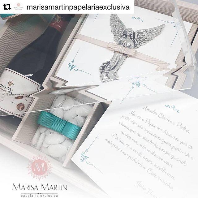#Repost @marisamartinpapelariaexclusiva with @get_repost ・・・ Papelaria, caixas e gifts especiais para todas as ocasiões! Lindo presente para padrinhos de batismo.  A caixa traz um convite exclusivo que acomoda um belo anjo em prata de @catarina_robles, que pode ser utilizado como pingente pelos padrinhos, mais as deliciosas amêndoas recheadas de @buoniconfetti e um fino vinho, brindam o momento. Criamos como seu coração pedir!! . . #caixamadrinha #caixapadrinhos #caixabatismoluxo #presentespersonalizados #papelariaexclusiva #papelariafina #batismo #anjo #amendoas #prata