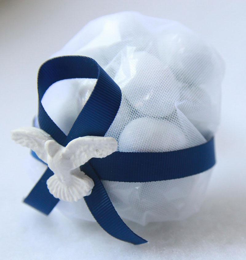 palla-de-amendoas-batizado-com-espirito-santo-de-resina-e-fita-de-gorgurão-5-confetes-R$43.jpg