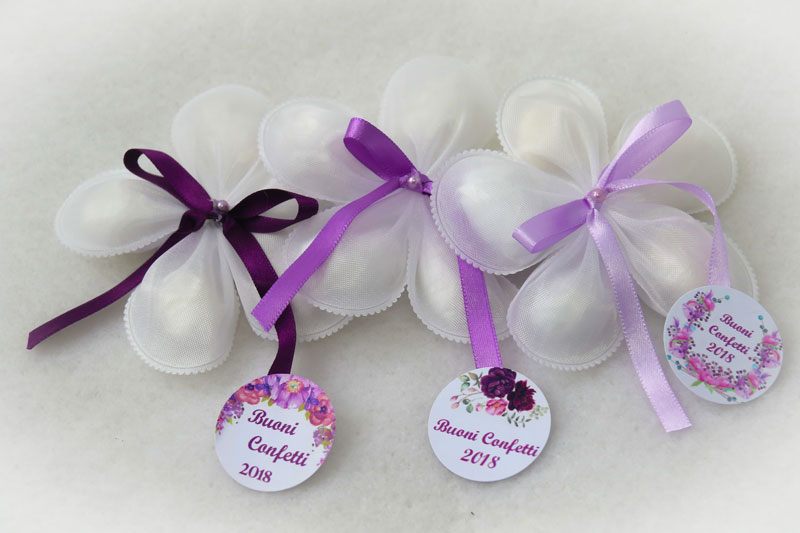 petalas-de-amendoas-laço-simples-brancas-R$21.jpg