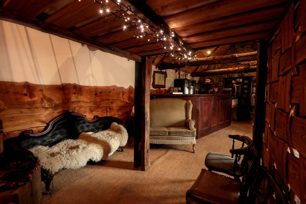 Lounge Bar 2.jpg