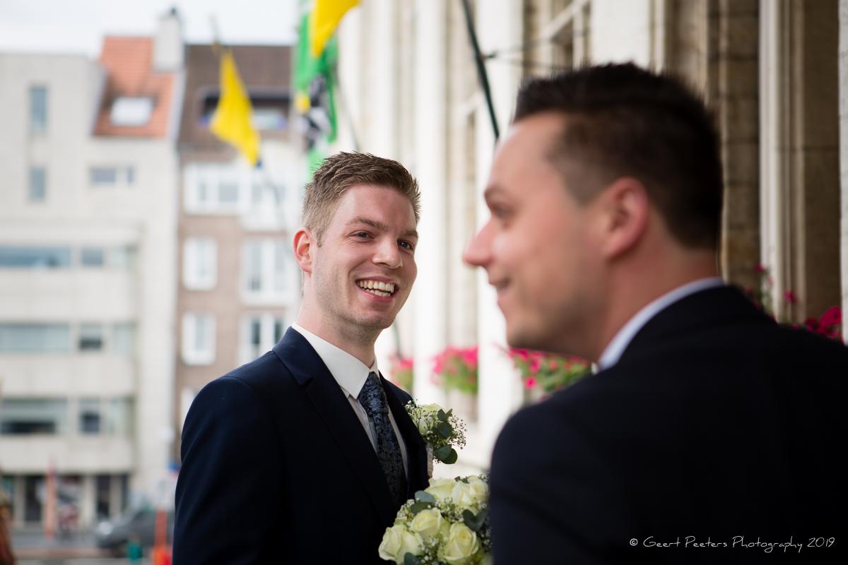 Bruidegom wacht op bruid