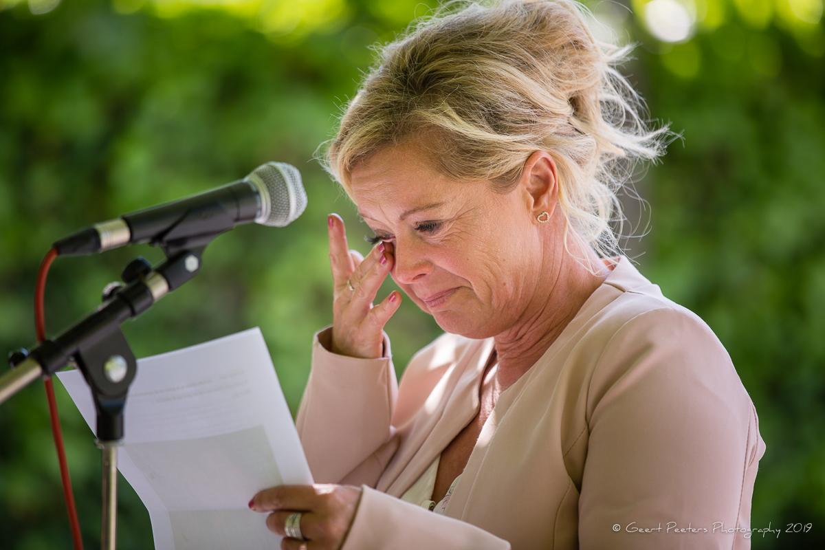 moeder bruidegom speecht in buiten ceremonie