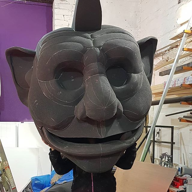 Fantastic foam patterning work by the Queen of Plastazote @njiggy. We first worked together 10 years ago and it's been great to have erroneously here building this new Giant.  This is the beautiful head she made, more to come on him in the coming weeks.  #puppets #puppetry #puppetmaker #puppetdesigner #foam #foampatterning #plastazote #sculpture #foam #giant #giantpuppets #jackandthebeanstalk #panto #pantomime #leviathanworkshop #whatcanwemakeforyou