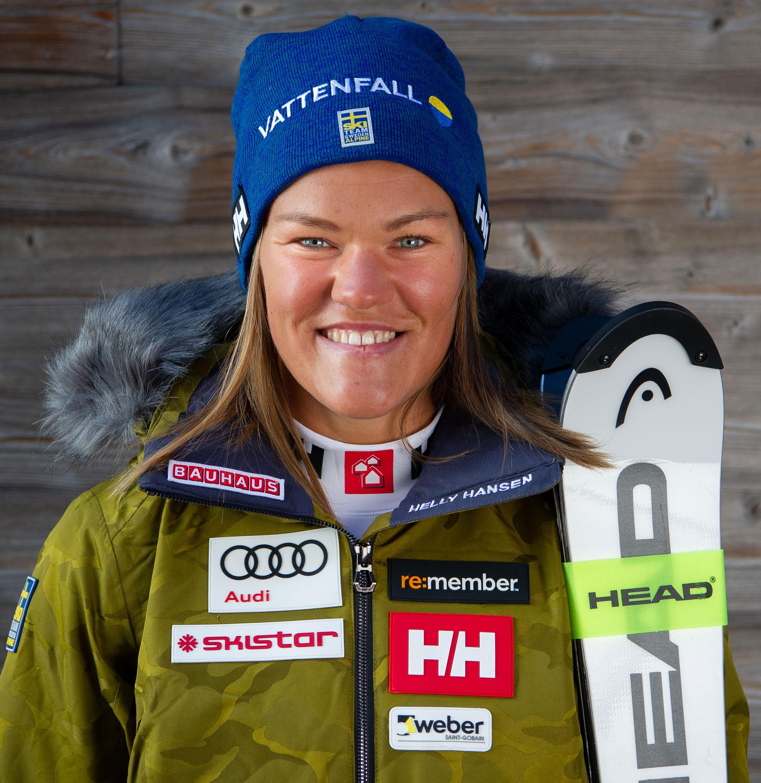Det vore en ära att få representera Sverige i ett OS på hemmaplan. - Anna Swenn Larsson en av Sveriges bästa slalomåkare som från och med förra och innevarande säsong nu har tagit klivet upp i den absoluta världstoppen.– Det vore en ära att få representera Sverige i ett OS på hemmaplan. Att få visa upp vårt fantastiska och vackra Sverige inför hela världen och ha alla våra närmaste hejandes på plats. Det vore riktigt maffigt och en dröm!