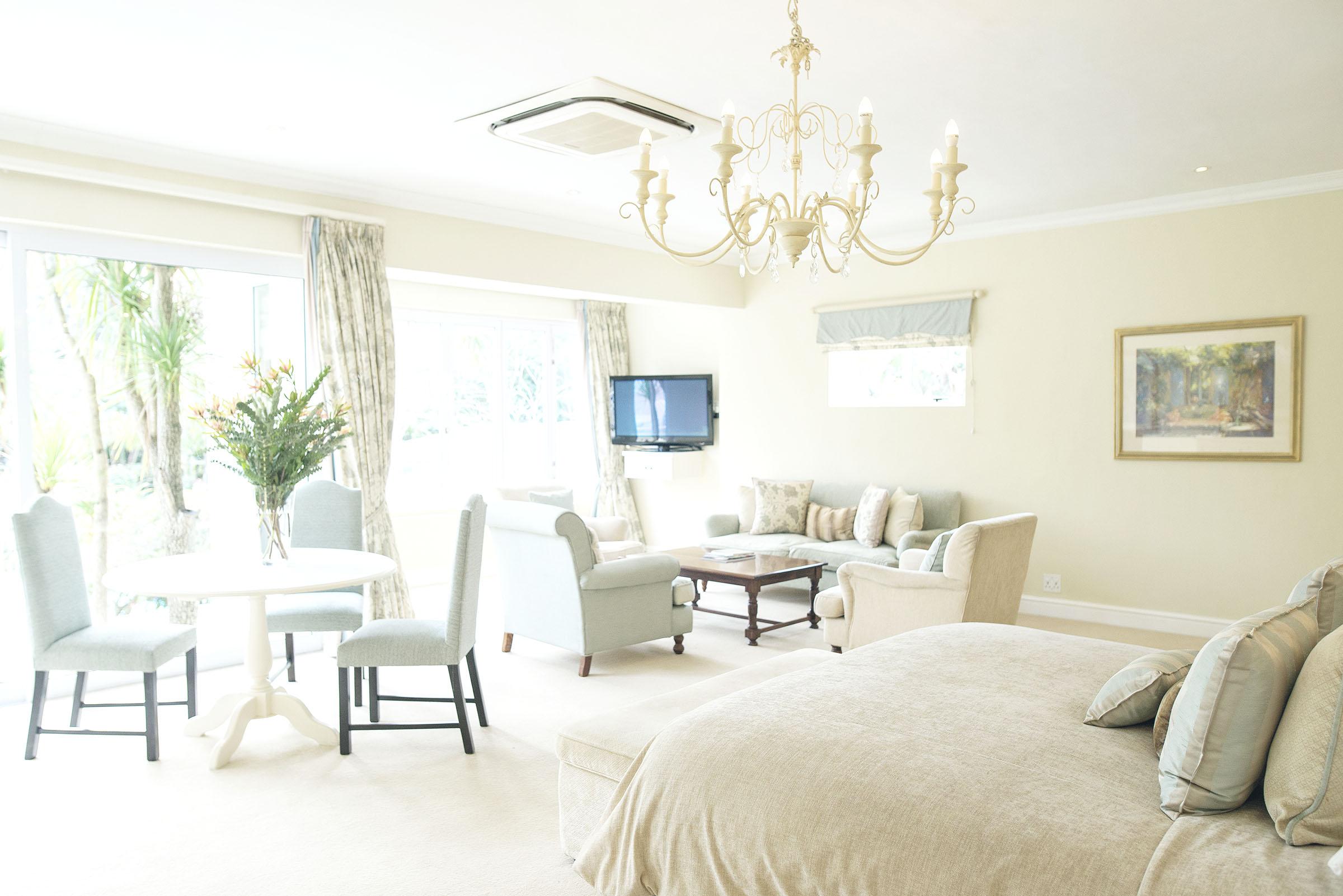 constantia-room8-elegant-suite-00017.jpg