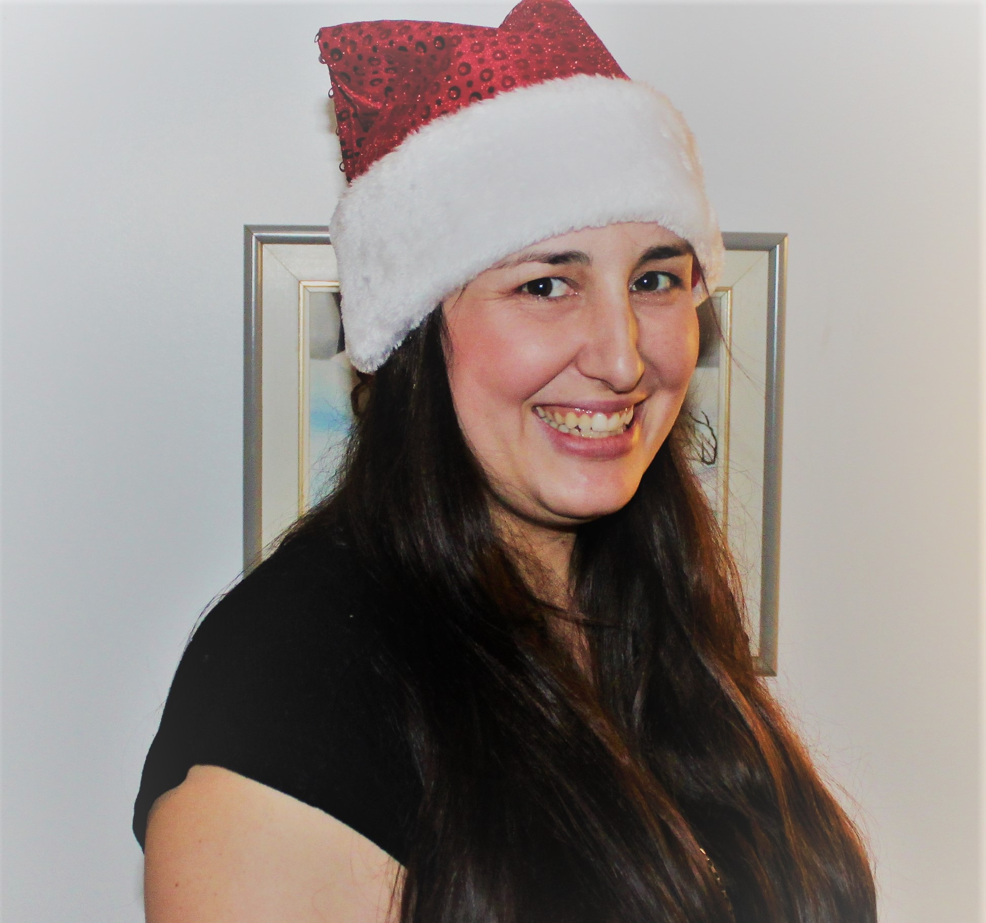 Jennifer Aubertin - Cofondatrice des Mères Noël et maman de quatre fabuleux enfants (enfin, la plupart du temps), Jennifer s'occupe, entre autres, d'appeler les familles afin de planifier les livraisons. Elle est aussi une cuisinière hors pair qui régale ses clients grâce aux magnifiques conserves de Maman à la maison fait des pots masson.