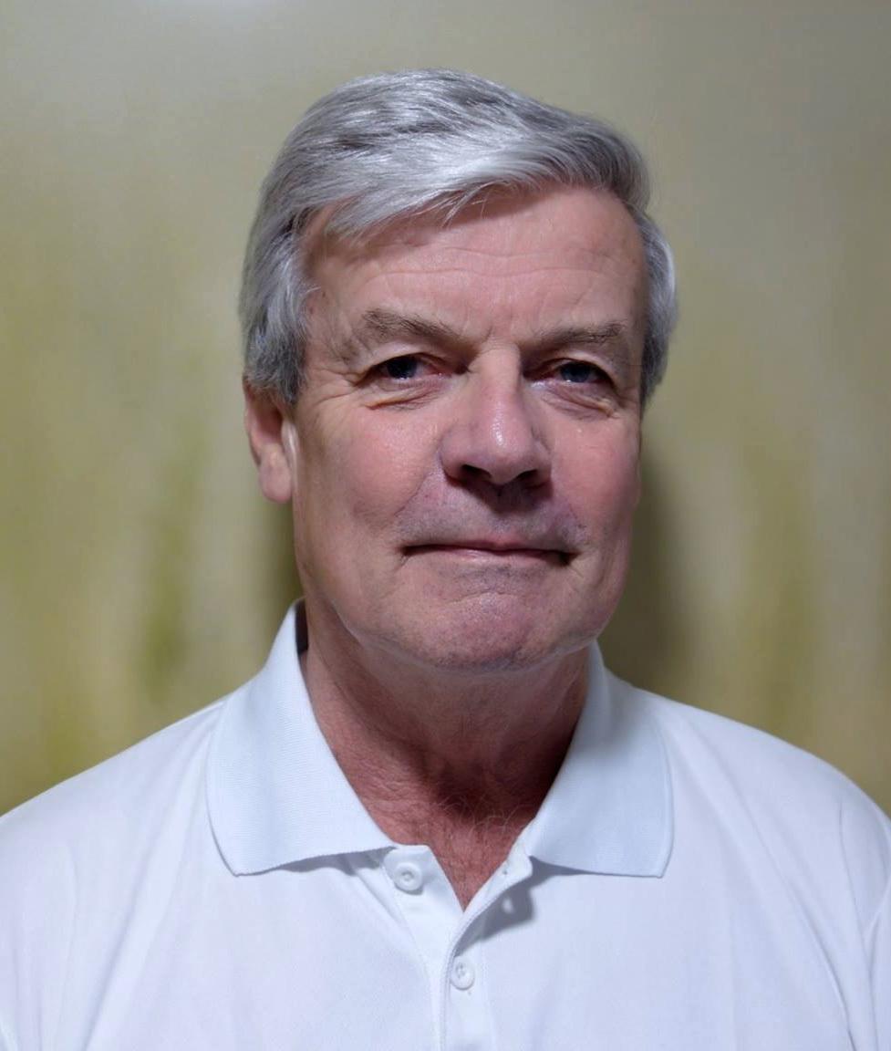 Even Lærum, professor og medisinsk spesialrådgiver - Lærum er professor emeritus i allmennmedisin og en av Norges mest erfarne ryggspesialister. Han er tidligere leder av Formidlingsenheten for muskel-og skjelettlidelser (FORMI) ved Oslo universitetssykehus og tidligere leder av Formidlingsenheten for Nasjonalt ryggnettverk som var et tverrfaglig nettverk av ryggklinikere.Han har bemerket seg nasjonalt og internasjonalt som lege, forsker, foreleser, forfatter og formidler, og har fått flere utmerkelser, blant annet Kongens fortjenestmedalje for sin innsats innen helsefeltet.Han har fra 2000 hatt klinisk praksis og vært medisinsk rådgiver for pasienter med sammensatte nakke og/eller ryggplager og er siden 2019 tilknyttet Modicklinikken.