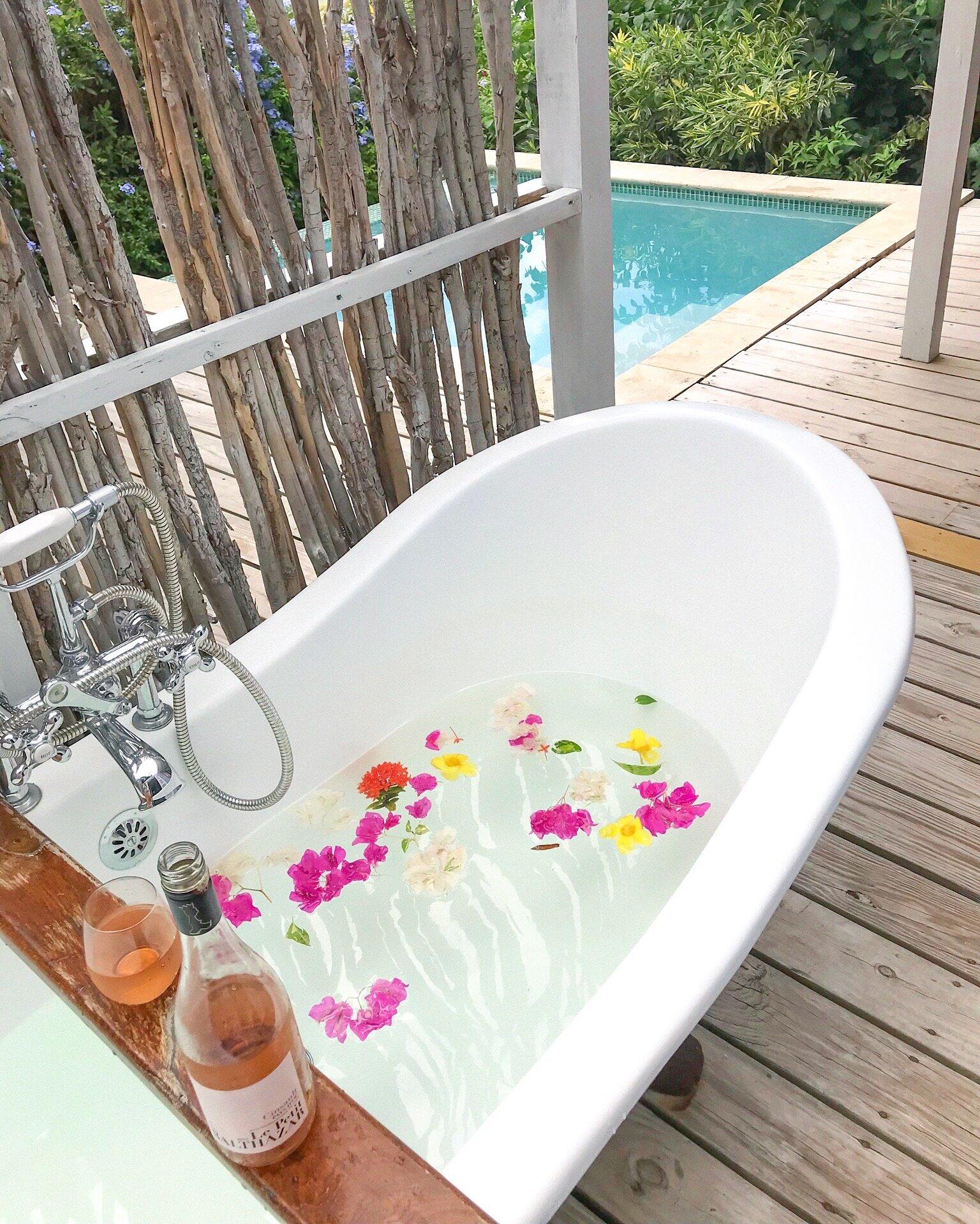 Cocobay Resort Outdoor Bathtub