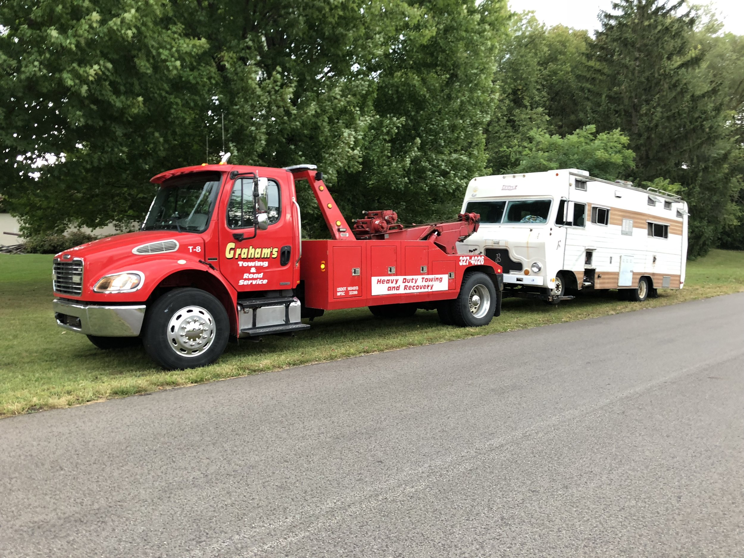 Medium-Duty Towing - Our medium-duty wreckers are perfect to tow your larger vehicles, especially in tight quarters.
