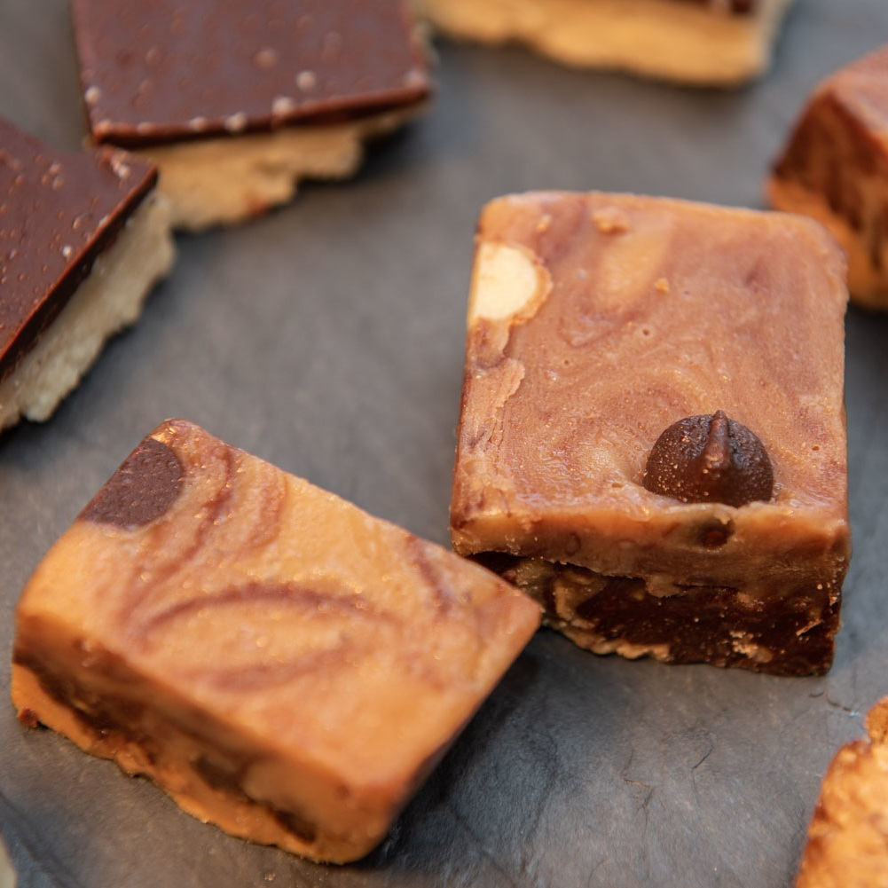 Healthy chocolate peanut butter fudge  (vegan)