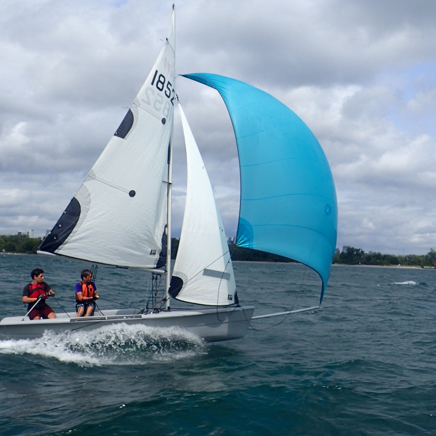 Sailing Fanatics - learn to sail sailing camp in Toronto for under 18 young junior sailors