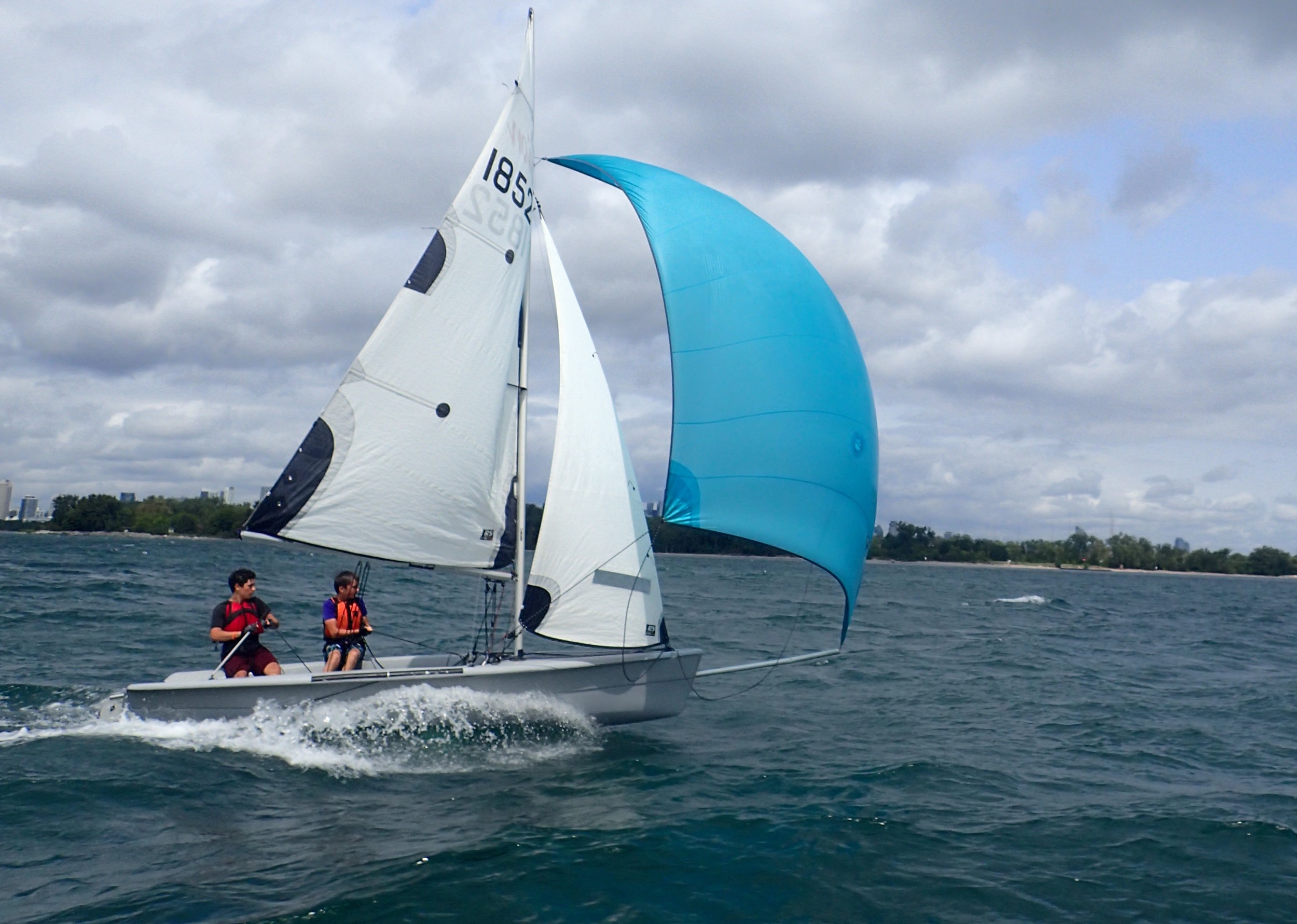 Sailing with a spinnaker - Sailing Fanatics sailing school Toronto