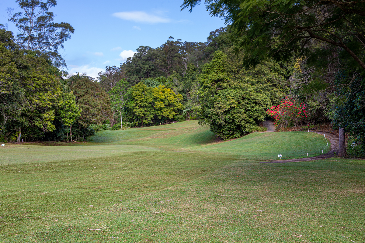 The approach up to the second green