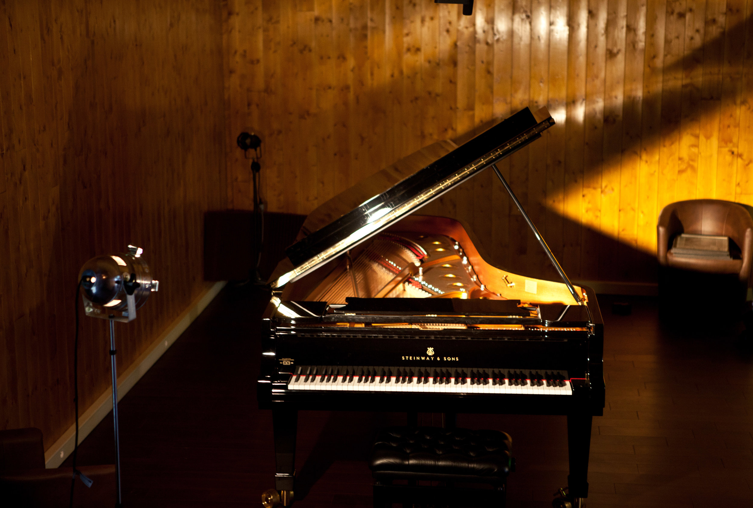 Steinway & Sons Grand Concert D 274