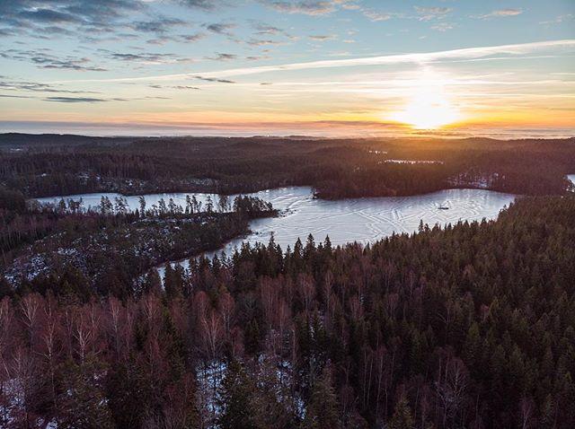 @visitsmaland is beautiful!! @visitsweden_ned @visitsweden #visitsweden #visitsverige #bezoekzweden #zweden #sverige #hej #sweden #smaland #visitsmåland #swedenimages #swedennature #saab #volvo #sunrise @sunrise_and_sunsets #sunny #sunriseoftheday #drone #dji #djimavicair #mavicair #mavic #dronesweden #swedenphoto #nature #ice #icecold #scandinavia #kinhult