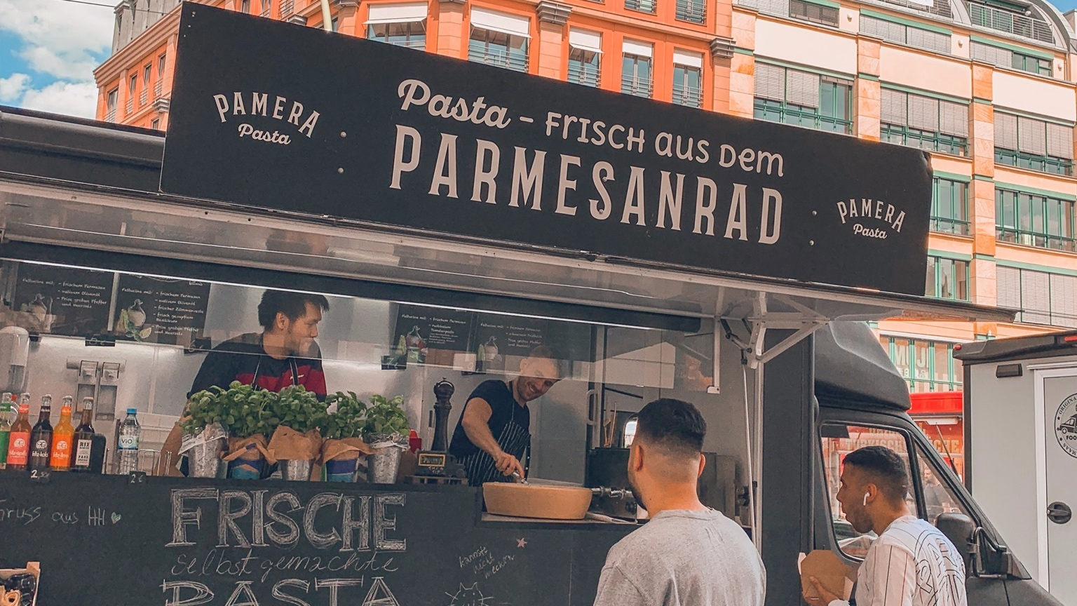 Foodtasterberlin presents Berlin's must-eat food!  What's better than watching the sunset  with the best view over Berlin, eating super delicious pasta  served out of a cheese wheel, enjoying great music from a live DJ and drinking delicious drinks?   Pamera is serving delicious and handmade (!) Pasta with 4 fantastic combinations for a fair price.