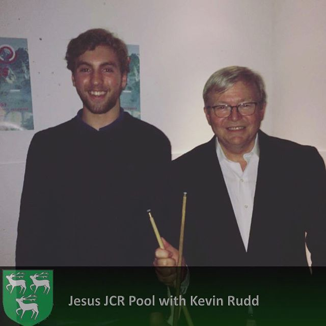 Kevin Rudd, Jesus MCR member and former PM of Australia, beat some JCR members at pool last night 🇦🇺