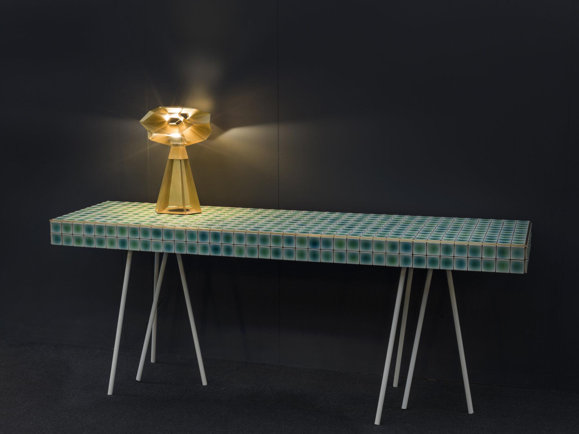 Vaissell Table