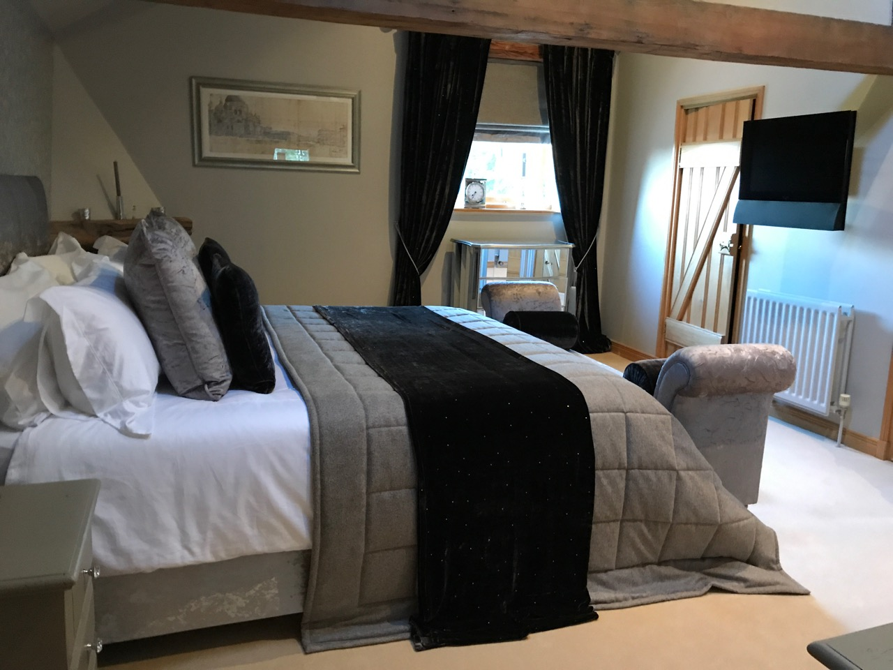 CHIC MASTER BEDROOM   Upper Denby, Huddersfield