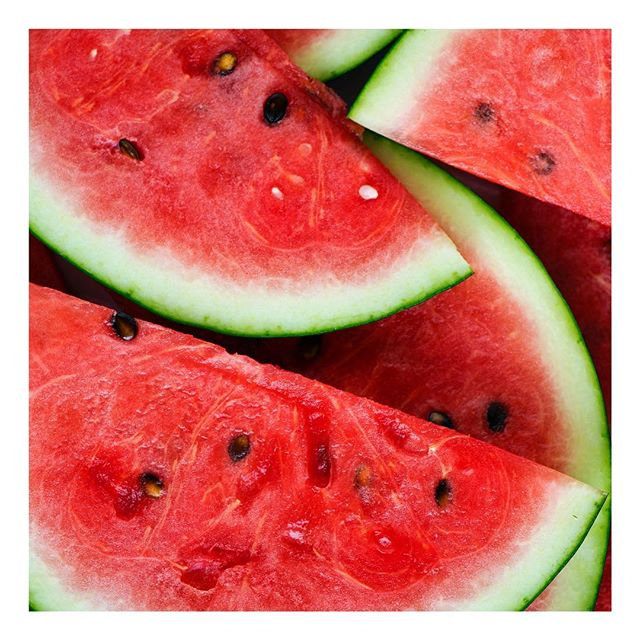 People may think watermelon is pretty much only made of water - but did you know that it is a good source of minerals and vitamins that help fight inflammation, as well as being a powerful antioxidant food? Plus it is soo refreshing 🍉☀️ #healthyfood #healthylifestyle #summertime #fruit #healthyfruit #watermelon #eatwelltofeelwell #healthcoach #nutritionist #healthyhabitudes #healthyhabits #foodismedicine #functionalmedicine #freshfruits #hydrating #antioxidants #antiinflammatory #antiinflammatorydiet #health