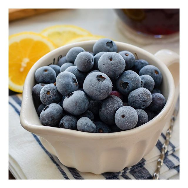 Blueberries may be small but they are a real powerhouse! Known as the king of antioxidant foods, blueberries help our bodies fight the destructive effects of free radicals - unstable molecules that can damage cellular structures - which can lead to illnesses such as cancer and cardiovascular disease. Why not add some blueberries to your juice blend or sprinkle them on top of your morning porridge?  #eatwelltofeelwell #healthyfood #foodismedicine #blueberries #healthyeating #healthysnacks #breakfast #vegan #vegetarian #healthyhabits #healthyhabitudes #nutritionist #healthcoach #functionalmedicine #detox #antioxidant #vitamins #foodinspo #berries #healthy