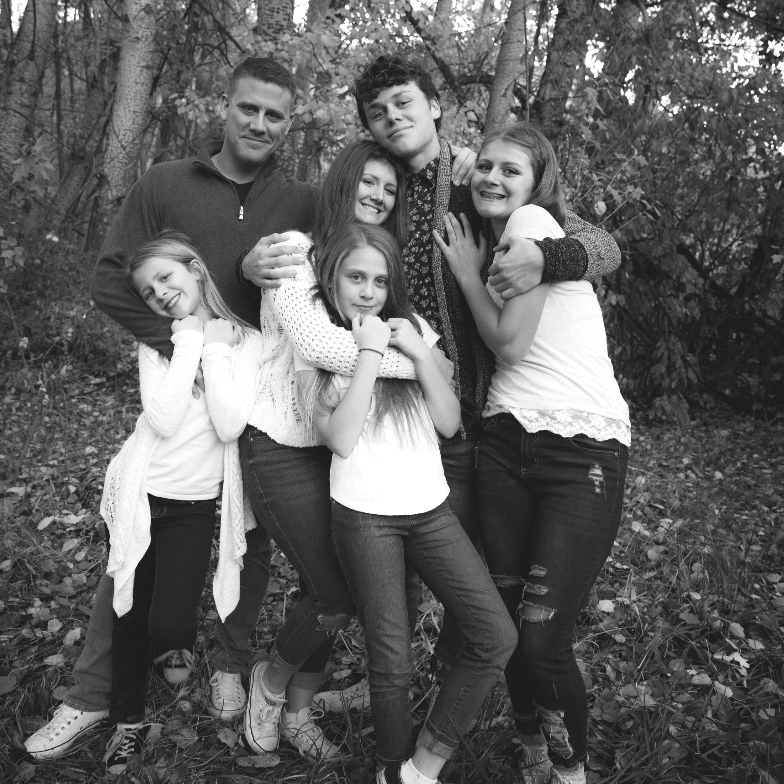 Black+and+white+Brian+White+Family_2018-39.jpg
