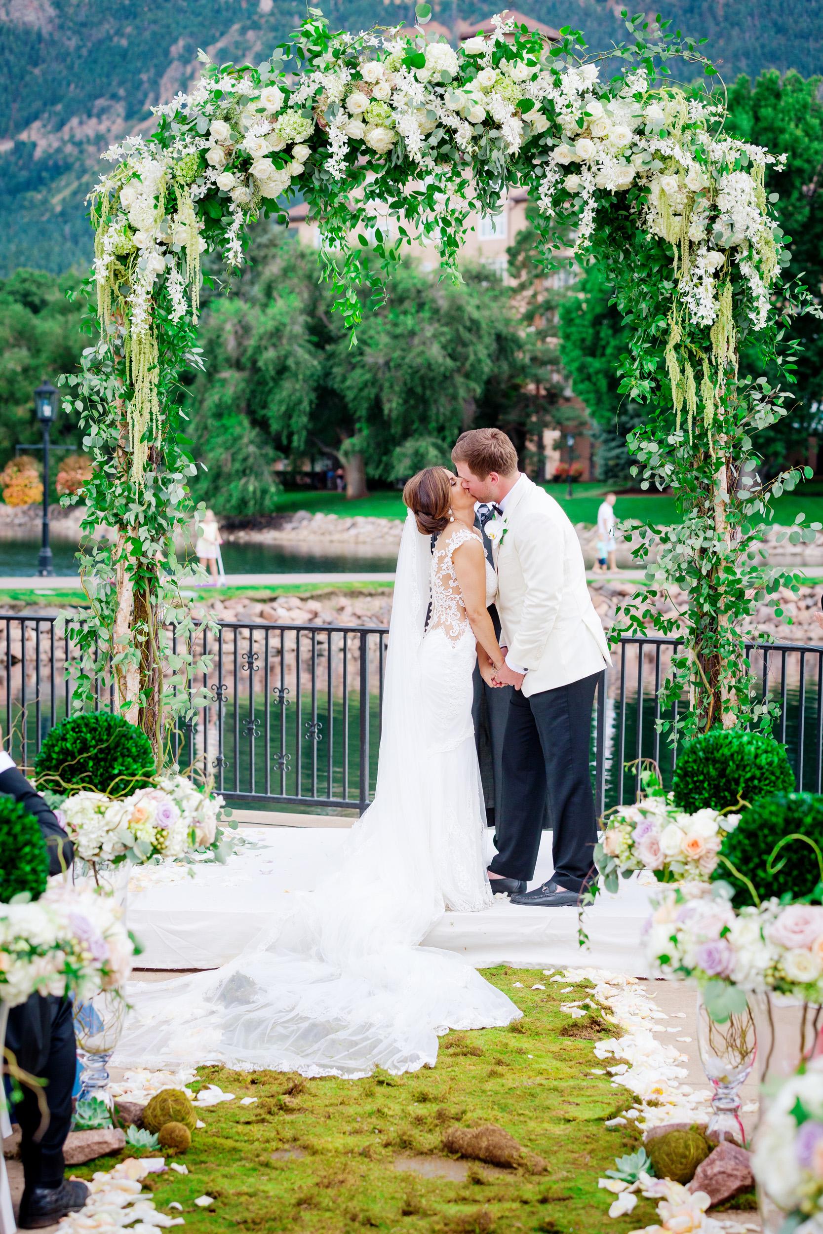 Broadmoor-Wedding-Photography-SS-010.jpg