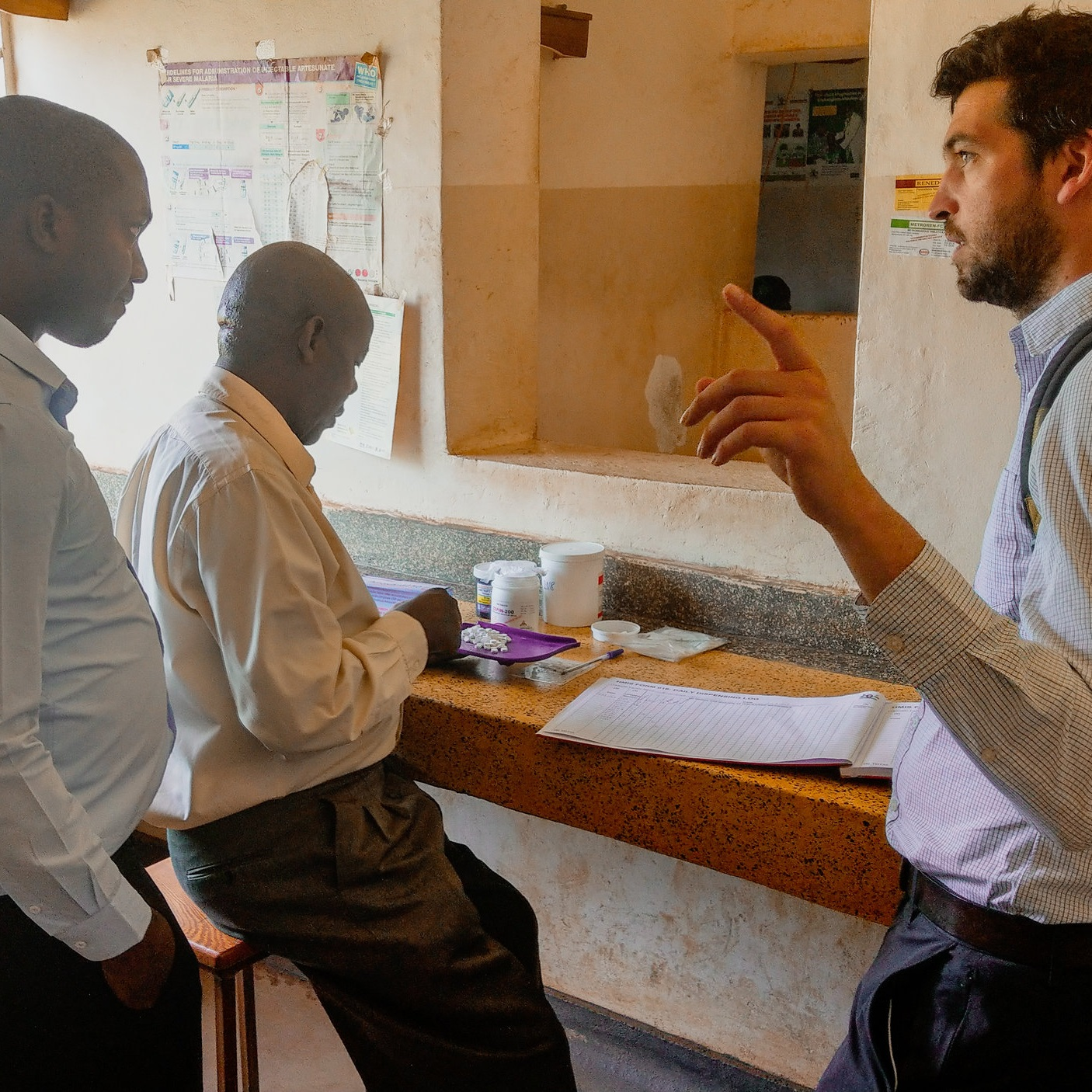 At a Health Centre Level IV, Nico talks with Health Providers about ways to improve and digitize the dispensing of medicines.