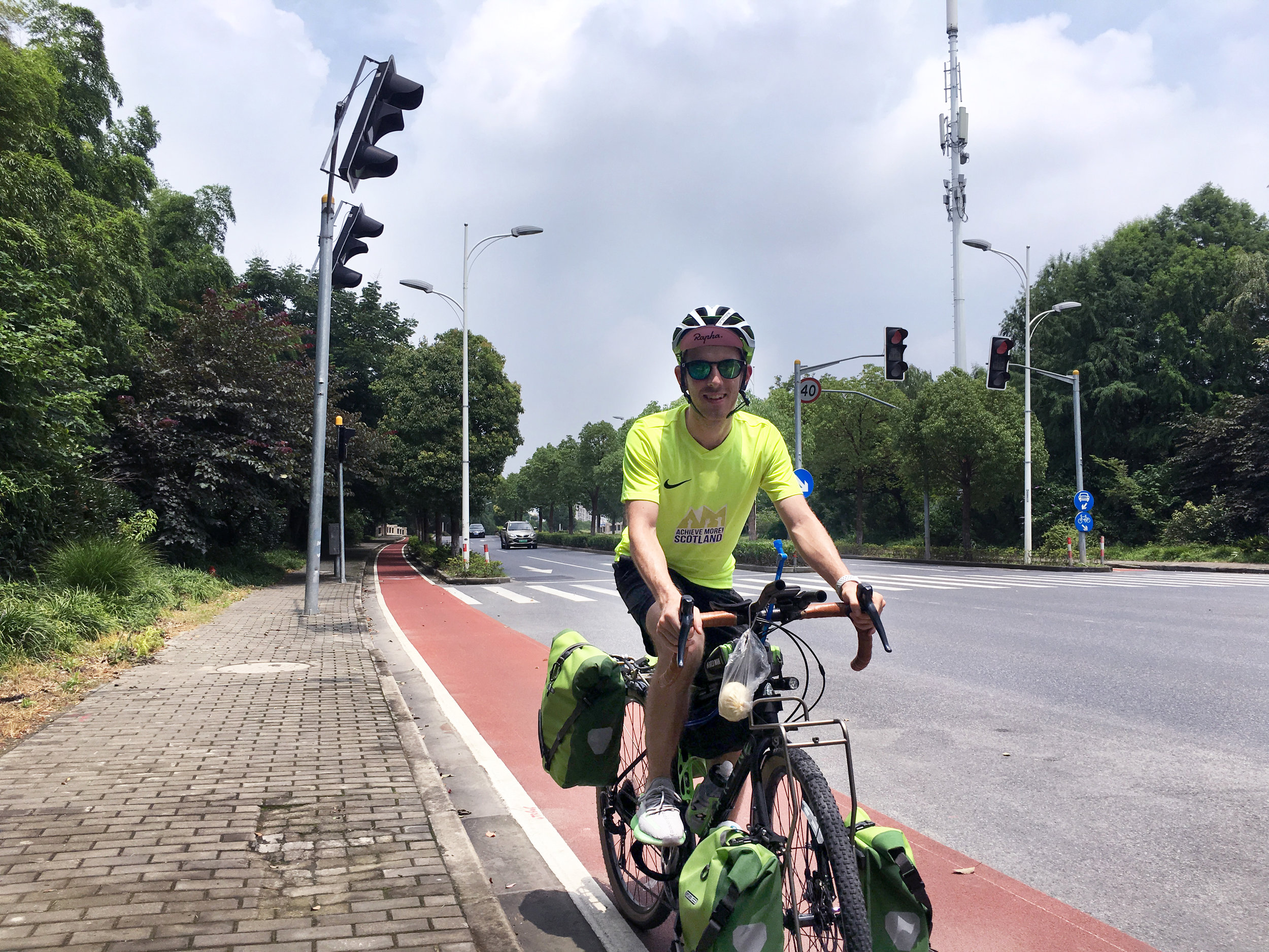 A test ride to 蛇山, or Snake Mountain nearby Shanghai.