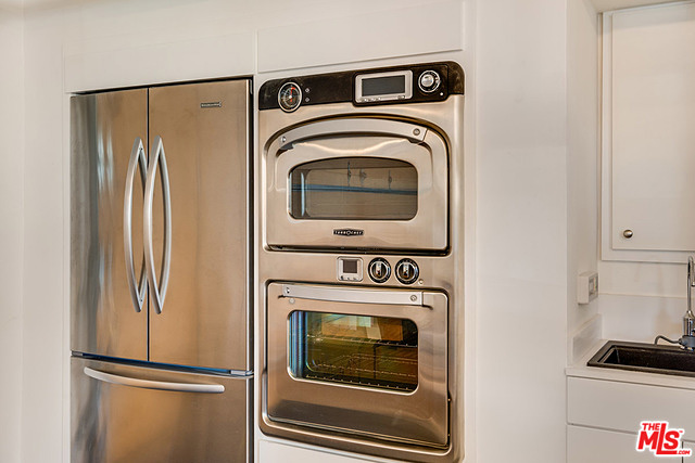 Yes, that's a TurboChef oven. If you're not familiar with them, I encourage you to look them up.