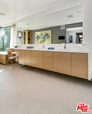 """Like the kitchen, the bathroom holds the same """"ultra"""" characteristics: spacious, elegant, clean and functional."""