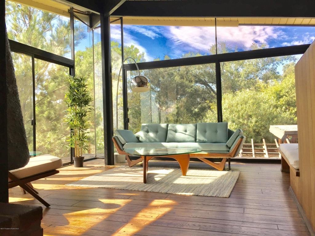 What an incredible living room. I could easily spend all day and night in in this peaceful sanctuary with its broadside view to the world outside.