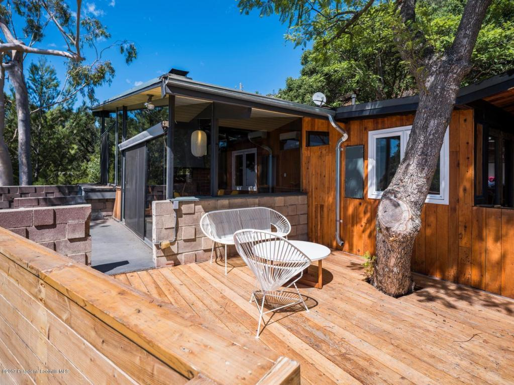 The outdoor space really accentuates the rustic elements of the property. This home is a total retreat, right in the beautiful hills of Brentwood.