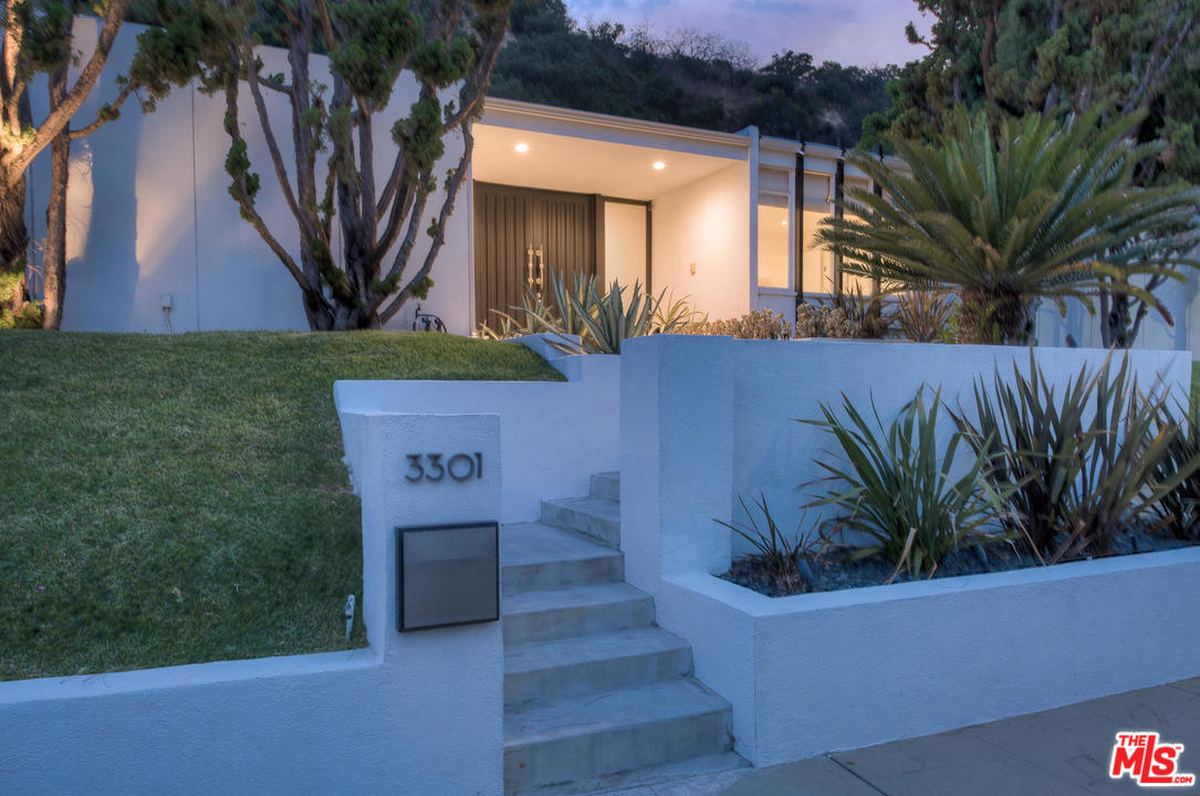 For mid-century enthusiasts, this is a home with serious pedigree. You should definitely check it out.