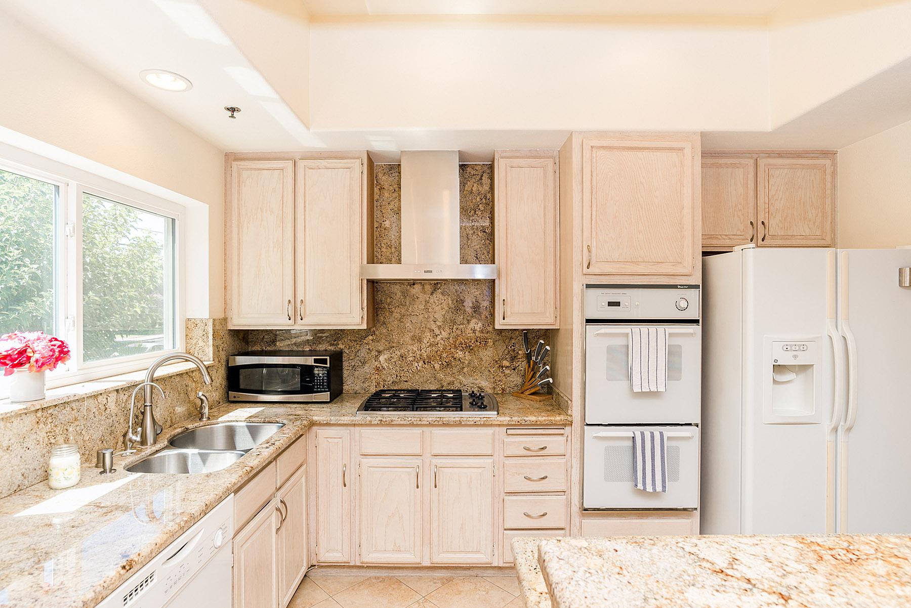 Light and bright kitchen, with plenty of storage.