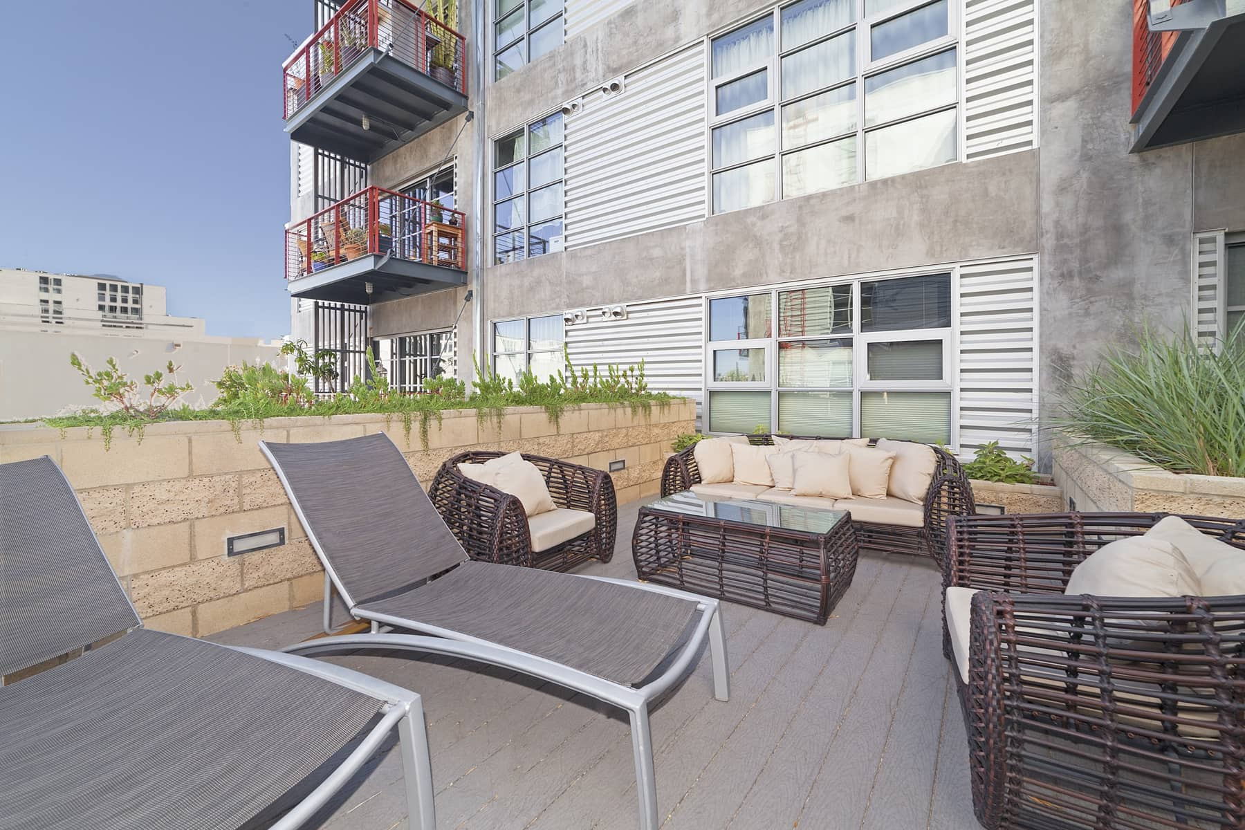 Top all of this off with a walk score of 92! Situated mid-block between Washington and Maxella and a block away from Lincoln, you are just minutes away from restaurants, Abbot Kinney, shopping, theaters, the marina and the beach!