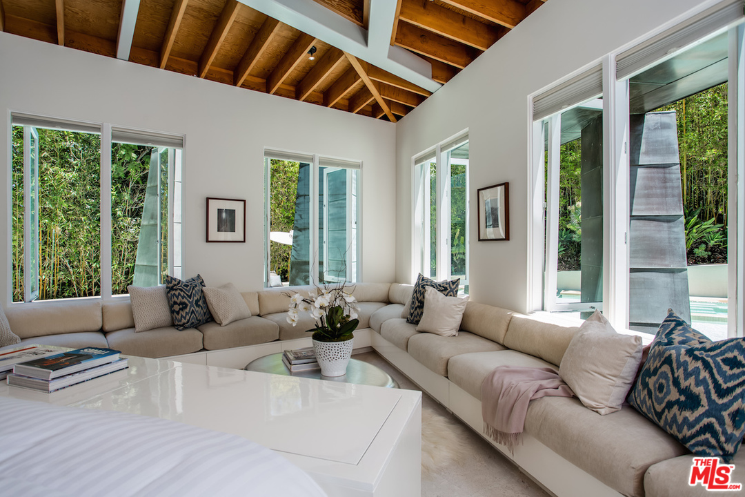 """Regarding this particular house, Frank Gehry has said that """"this is the design that I fantasized about for my own residence"""". For the owner of this place, that is a pretty cool thing to be able to brag about."""