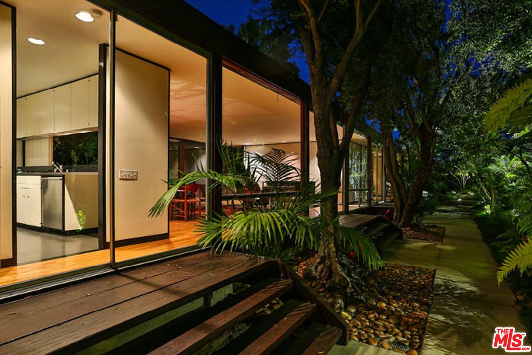 Moore House by Craig Ellwood - 4791 Bonvue Ave, Los Angeles CA 90027