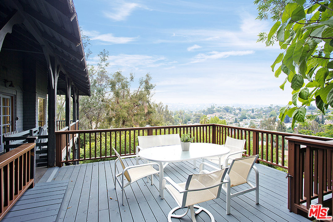 … and take your meal outside to the wraparound deck and and enjoy the breathtaking views while you eat.