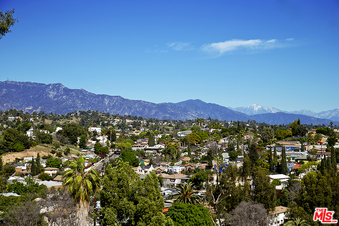 Situated on a quiet cul-de-sac at the foot of Mt. Washington, this home enjoys massive northward views that reach all the way to the San Gabriel Mountain range.